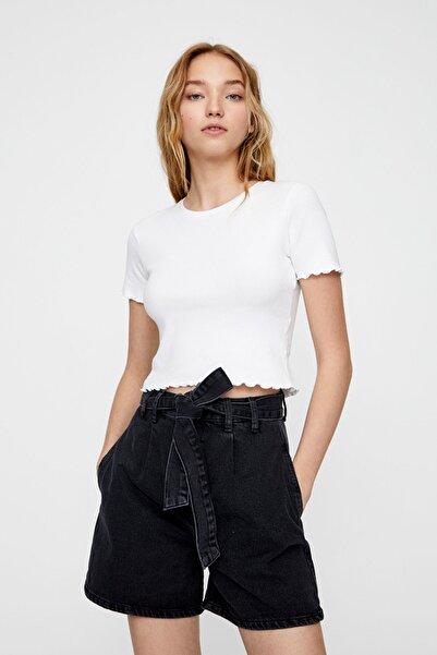 Pull & Bear Kadın Beyaz Kıvrımlı Kenarlı Basic T-Shirt 05234369