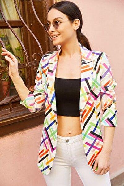 Kadın Beyaz Renkli Çizgili Tek Düğmeli Ceket ARM-20Y001005