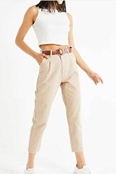 Kadın Bej Deri Kemer Detaylı Yüksek Bel Mom Fit Kanvas Pantolon