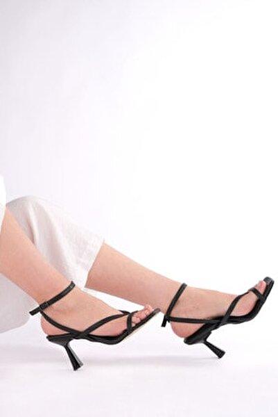 Kadın Parmak Arası Topuklu Sandalet Bitesiyah