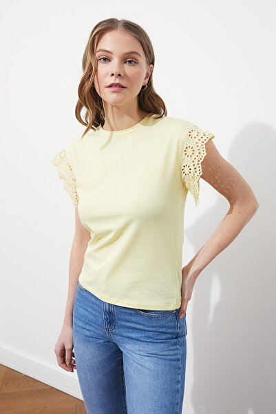 TRENDYOLMİLLA Sarı Brode Detaylı Örme Bluz TWOSS21BZ1080