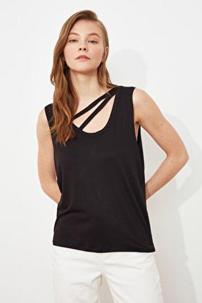 Siyah Yaka Detaylı Örme Bluz TWOSS21BZ1890