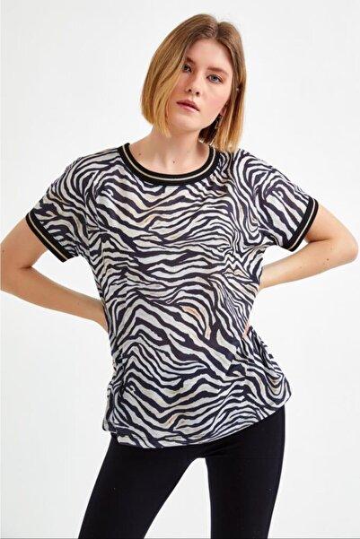 İKİLER Kadın Siyah Yakası ve Kolları Triko Bantlı Zebra Desen Bluz 021-1013