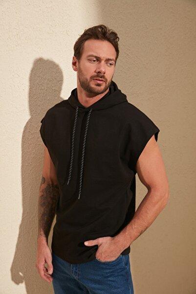 TRENDYOL MAN Siyah Erkek Oversize Fit Kısa Kollu Kapüşonlu Sweatshirt TMNSS20SW0148