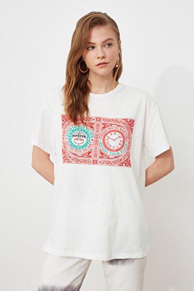 TRENDYOLMİLLA Beyaz Baskılı Örme Boyfriend Kalıp T-Shirt TWOSS20TS1197
