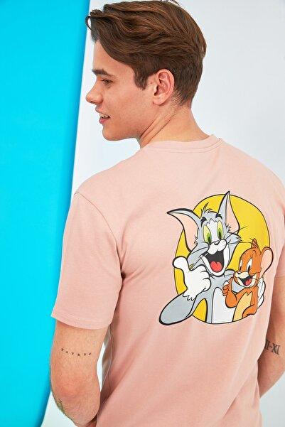 TRENDYOL MAN Pembe Erkek Regular Fit Tom & Jerry Sırt Baskılı Lisanslı Kısa Kollu T-Shirt TMNSS21TS1149