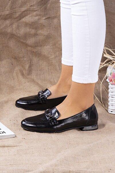 Venüs Kadın Siyah Hakiki Deri Ökçe Detaylı Ayakkabı