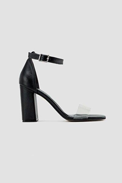 Limoya Kadın Siyah Şeffaf Bant Bilekten Baretli Kare Burun Topuklu Ayakkabı