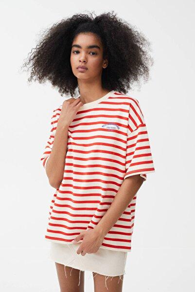 Pull & Bear Kadın Kırmızı Önü Yazılı T-shirt