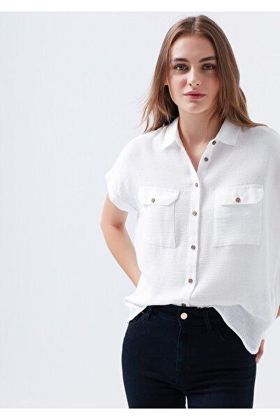Mavi Kadın Dokulu Beyaz Gömlek