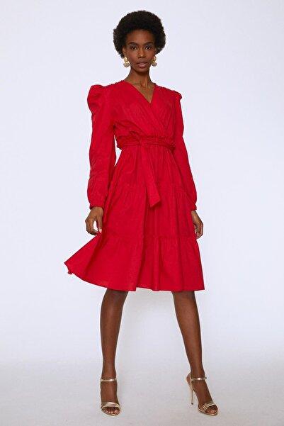 Quzu Kolları Vatkalı Kuşaklı Elbise Kırmızı