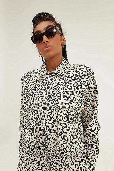 Quzu Kadın Siyah Leopar Desenli Cepli Gömlek