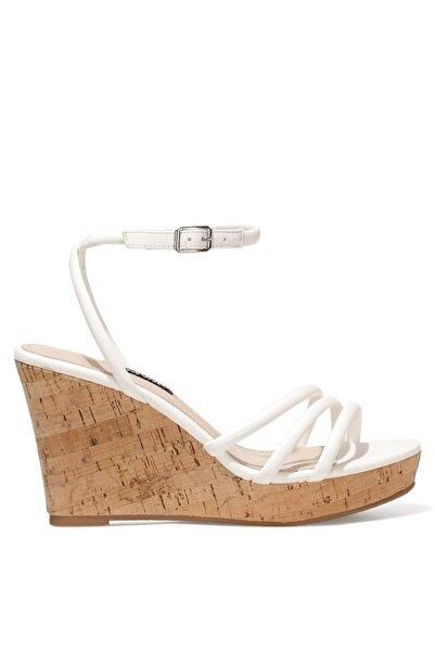 Nine West LEROYA 1FX Beyaz Kadın Dolgu Topuklu Sandalet 101029379