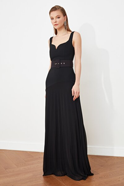TRENDYOLMİLLA Siyah Kemerli Piliseli Abiye & Mezuniyet Elbisesi TPRSS21AE0093