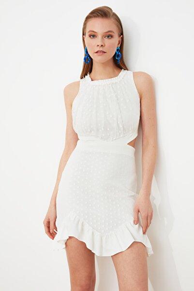 TRENDYOLMİLLA Beyaz Bel Dekolteli Puantiyeli Elbise TPRSS19FZ0120