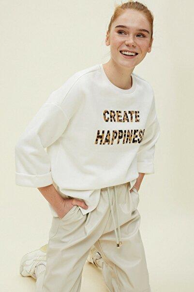 Koton Kadın Baskılı Beyaz Sweatshirt 0YAK13674EK