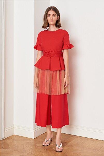 Mehtap Elaidi Kadın Kırmızı Beli Drapeli ve Kendiliğinden Kemerli Asimetrik Tunik