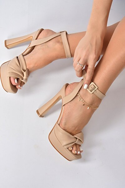 Fox Shoes Kadın Ten Kalın Plaform Topuklu Ayakkabı K404080209
