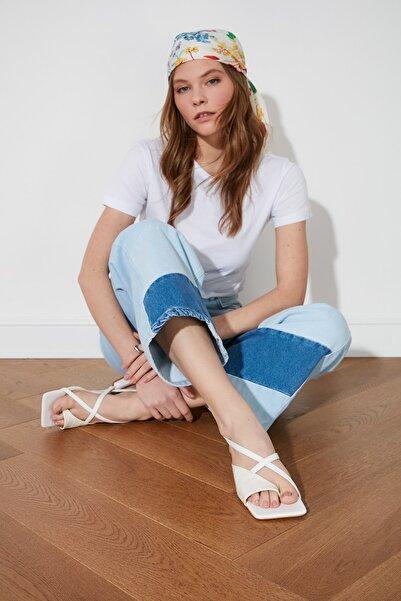 TRENDYOLMİLLA Beyaz Küt Burunlu Kadın Sandalet TAKSS21SD0021