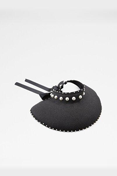 Aldo Ervatamıa - Siyah Kadın Şapka