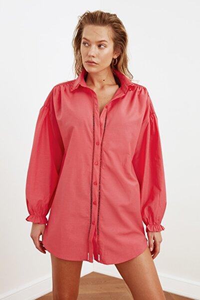 TRENDYOLMİLLA Gül Kurusu Şerit Detaylı Gömlek TBESS21GO0333