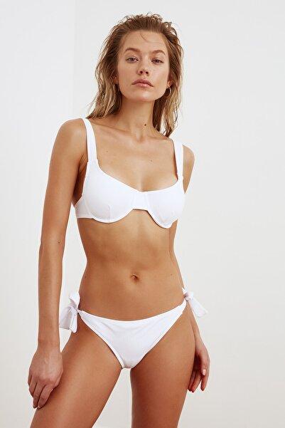 TRENDYOLMİLLA Beyaz Dokulu Bikini Üstü TBESS21BU0356