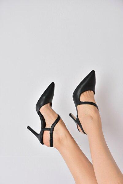 Fox Shoes Kadın Siyah Sivri Burun Topuklu Ayakkabı K404910809