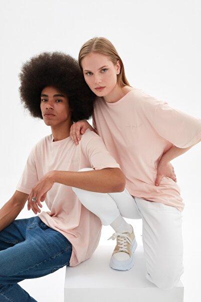 TRENDYOL MAN Pudra Unisex Regular Fit Nakışlı T-Shirt TMNSS21TS3375
