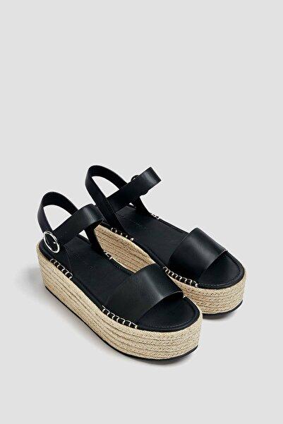 Pull & Bear Toka Detaylı Jüt Dolgu Topuk Sandalet.