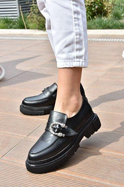 Fox Shoes Kadın Siyah Metal Detaylı Günlük Ayakkabı K294760109