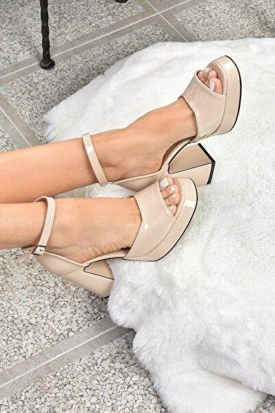 Fox Shoes Kadın Ten Rugan Kalın Platform Topuklu Ayakkabı K404100208