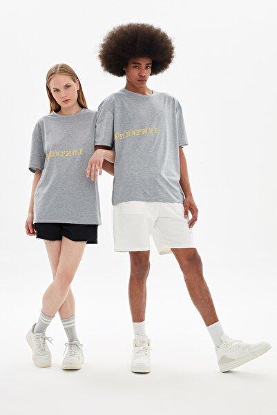 TRENDYOL MAN Gri Unisex Oversize T-Shirt TMNSS21TS3355