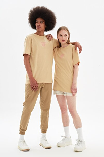 TRENDYOL MAN Bej Unisex Regular Fit T-Shirt TMNSS21TS3343