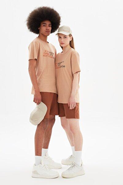 TRENDYOL MAN Bej Unisex Regular Fit T-Shirt TMNSS21TS3359