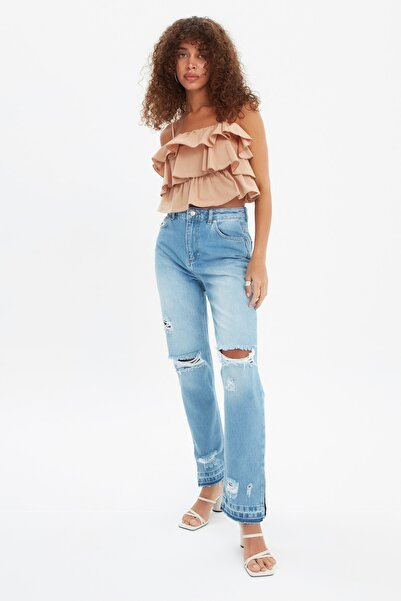 TRENDYOLMİLLA Mavi Yırtık Detaylı Yırtmaçlı Yüksek Bel Bootcut Jeans TWOSS21JE0706