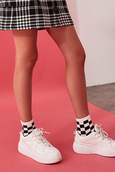 TRENDYOLMİLLA Çok Renkli 3'lü Damalı Örme Çorap TWOSS20CO0052