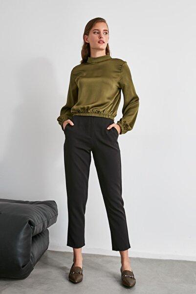 TRENDYOLMİLLA Siyah Düz Kesim Pantolon TWOAW21PL0230
