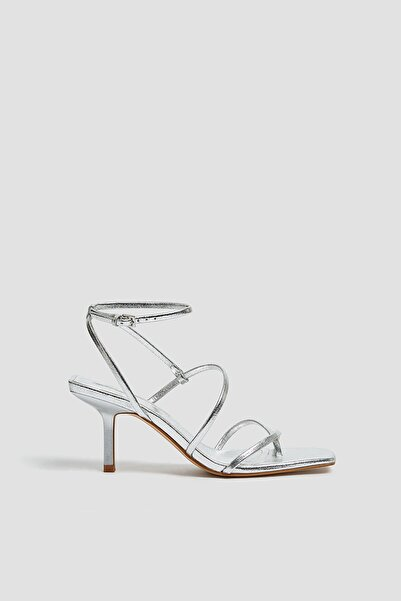 Pull & Bear Kadın Gümüş Bantlı Yüksek Topuklu Sandalet 11610640
