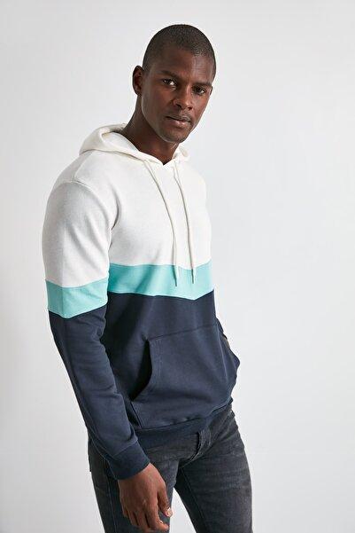 TRENDYOL MAN Ekru Erkek Kapüşonlu Kanguru Cepli Yeni  Sweatshirt TMNAW20SW0208