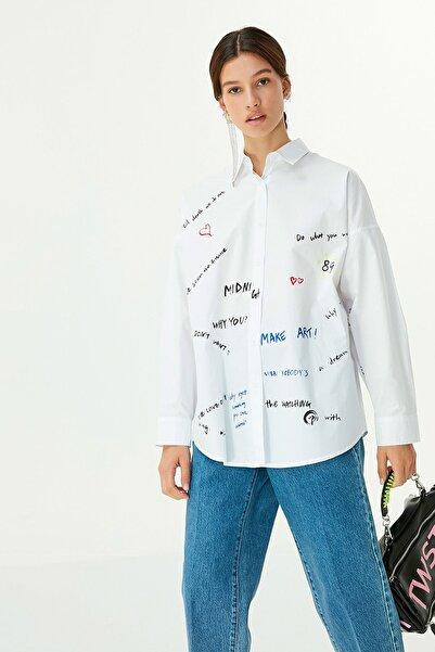 Twist Kadın Beyaz Slogan Baskılı Gömlek TW6200025065