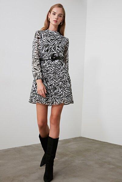 TRENDYOLMİLLA Siyah Pileli Elbise TWOAW21EL1009