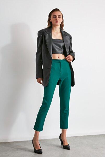 TRENDYOLMİLLA Zümrüt Yeşili Düz Kesim Pantolon TWOAW21PL0230