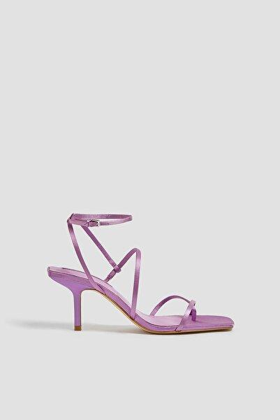 Pull & Bear Kadın Saten Yüzeyli Bantlı Yüksek Topuklu Sandalet 11614640