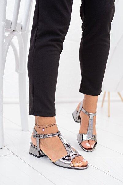 Karmen Kadın Platin Tek Bant Direkli Ayakkabı