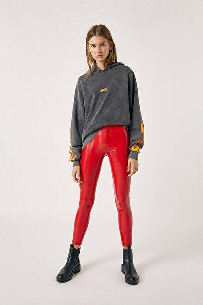 Pull & Bear Kadın Kırmızı High-Waist Vinyl Trousers 09678314