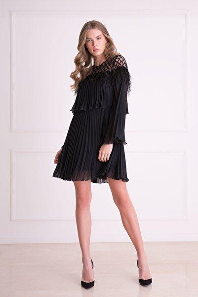 xGIZIA Kadın Siyah Püskül Detaylı Pileli Mini Elbise