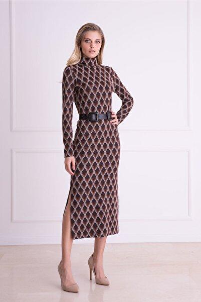 xGIZIA Kadın Kahverengi Grafik Desenli Sırt Detaylı Midi Elbise
