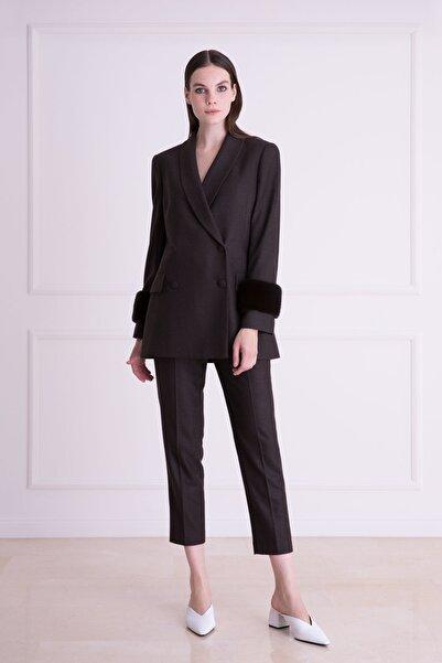 xGIZIA Kadın Kahverengi Havuç Kesim Bilek Boy Kumaş Pantolon