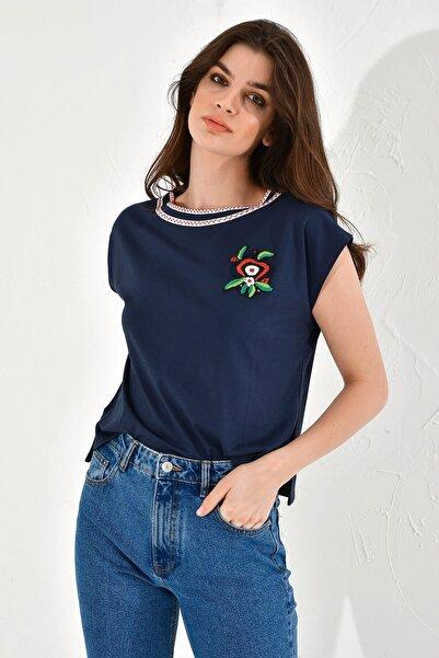 Hanna's by Hanna Darsa Kadın Lacivert Çiçek İşlemeli Basic T-Shirt
