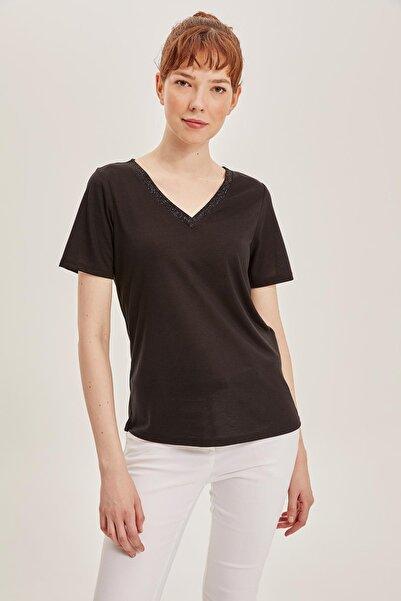 Kadın V Yaka Kısa Kollu T-shirt K5057AZ.19SM.BK27